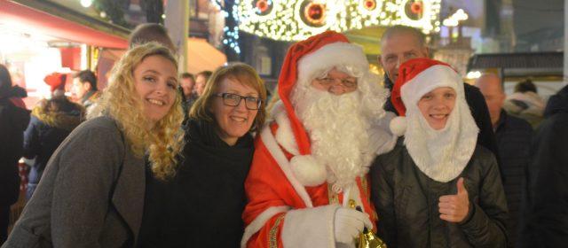 24 dec. is de kerstman op de kerstmarkt !